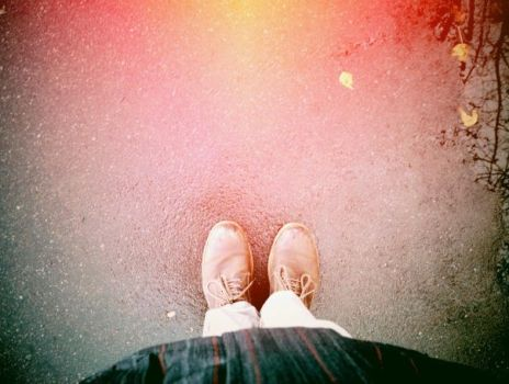 Fall under my feet by Dueto-variavel