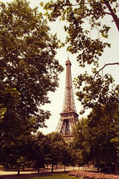 La Tour Eiffel by Eatmyblackcancer