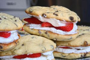 ice cream dessert,strawberries cookies by tracylopez