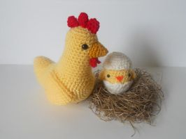 Mama Chicken and Baby Chick by missdolkapots
