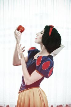 Snow and the Apple by TheRestlessCosplay