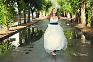 Singing in the rain by LoMiTa