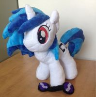 Vinyl scratch plush by Sen5