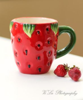 Strawberry Cup by FUYULICOUS