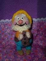 Happy from seven dwarfs amigurumi by elbuhocosturero
