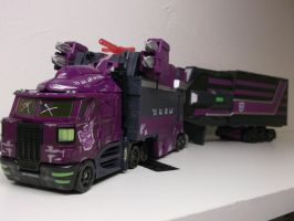 Shattered Glass Optimus Ready To Roll Out by forever-at-peace