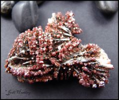 Vanadinite on Barite by andromeda