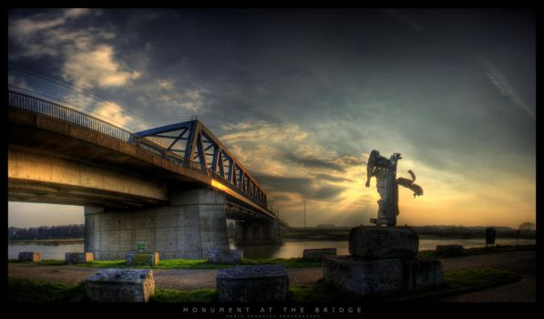 Monument at the Bridge by gabba74