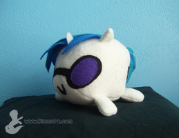 Vinyl Scratch Blob by Kimmorz