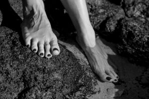 outdoor feet by Manyroomsphotography