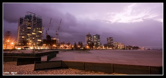Coolangatta at night by lanceb