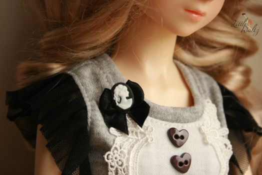 Dollfie size Cameo brooch by airymilu