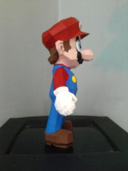 Super Mario Papercraft by DannyNvrr