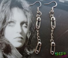 SAFETY PINS EARRINGS by TocsinDesigns