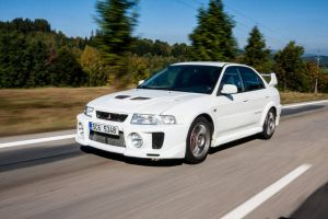Lancer EVO V in motion by chocholik