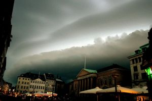 The stormcloud. by Umbrellakid