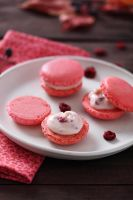 Macarons with white chocolate by kupenska