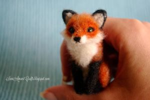 Tiny Red Fox by SaniAmaniCrafts