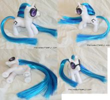 Dj PON3 Vinyl Scratch Custom FiM My Little Pony by mayanbutterfly