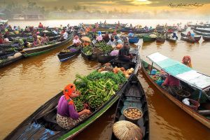 Morning In Floating Market by Suryarakhmathidayat