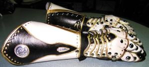 Leather Paladin Gauntlets - 2 by Azmal