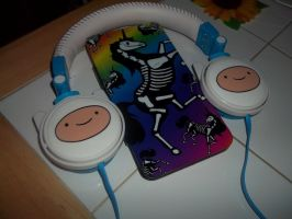 AWESOME HEADPHONES OF AWESOME...and a wallet by Sesshomaru-XD-13
