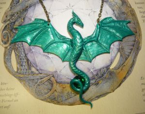Emeralds Guardian - handsculpted Dragoncollar by Ganjamira