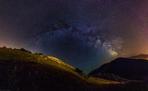 Bouncing Milky Way by andreimogan