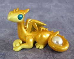 Golden Pernese Dragon by DragonsAndBeasties