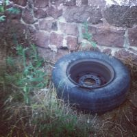 TIRE+WALL by LunaPicture