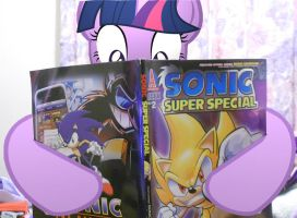Twilight Sparkle- Reads Sonic Comics by xxXSketchBookXxx