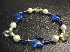 Blue Holiday Star Bracelet by sampdesigns