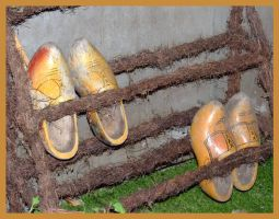 Wooden shoes by inbalance