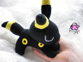 Sleeping Umbreon by PinkuArt
