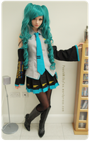 Hatsune Miku Cosplay 3 by PeachMilktea