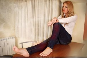 Barefoot colors by SpankingJeans