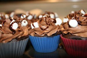 hot chocolate cupcakes by pinkshoegirl