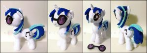 Plushie: Vinyl Scratch - My Little Pony: FiM by Serenity-Sama