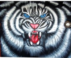 GRAFFITI SNARLING  WHITE TIGER by javiercr69