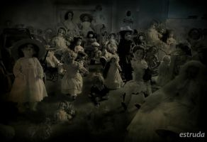 The Dolls by Estruda