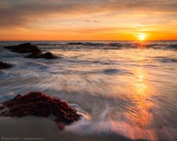 Low tide by the red rocks by isotophoto