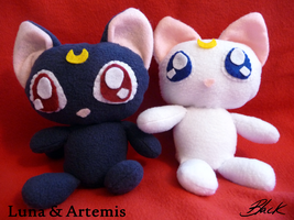 Sailor Moon - Luna and Artemis plushies by caycowa