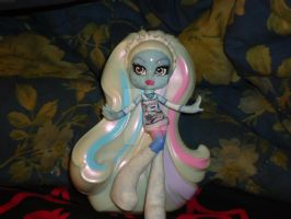 Monster High Vinyl Figure: Abbey Bominable 2 by VenusCollectionNook