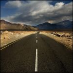On the road to Leh by PasoLibre
