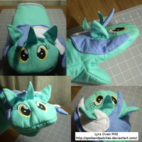 Lyra Oven Mitt by spotsandpatches