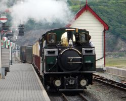 Earl of Merioneth Pulls into Porthmadog by rlkitterman