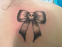 Skull_bow_shaded by Ooh-A-piece-of-Candy