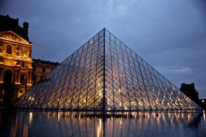 The Pyramid by night by hellslord