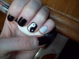 Yin Yang nails by ffishy21