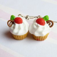 tiny strawberry cupcakes by lemon-lovely